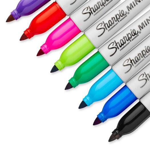 Sharpie mini marker close up kleuren viltstiften. Paars rood roze groen blauw zwart