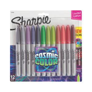 De Sharpie Cosmic Color set bestaat uit 12 stiften in heldere kleuren. Te gebruiken op meeste oppervlakken, zoals papier, plastic en metaal. Bestand tegen water, vervaging en sneldrogend.